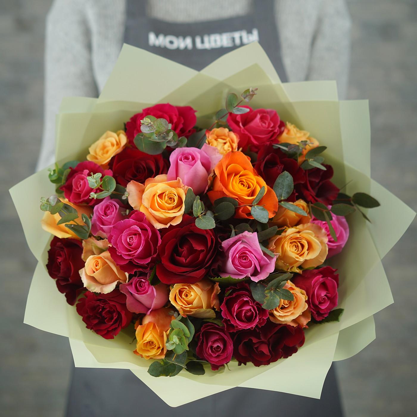 Букет из 31 разноцветной розы «Праздник»