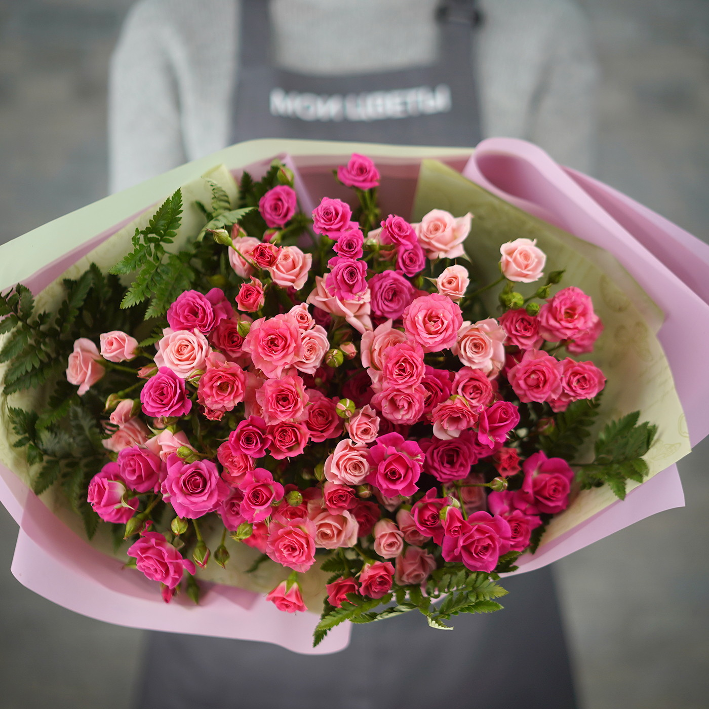 Букет из 15 кустовых роз «Грация»