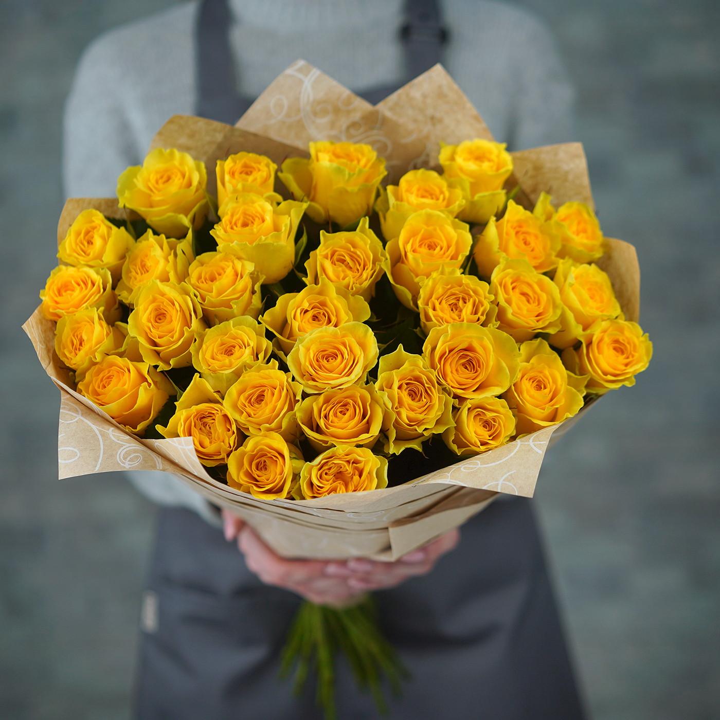 Букет из 31 желтой розы «Лимонный щербет»