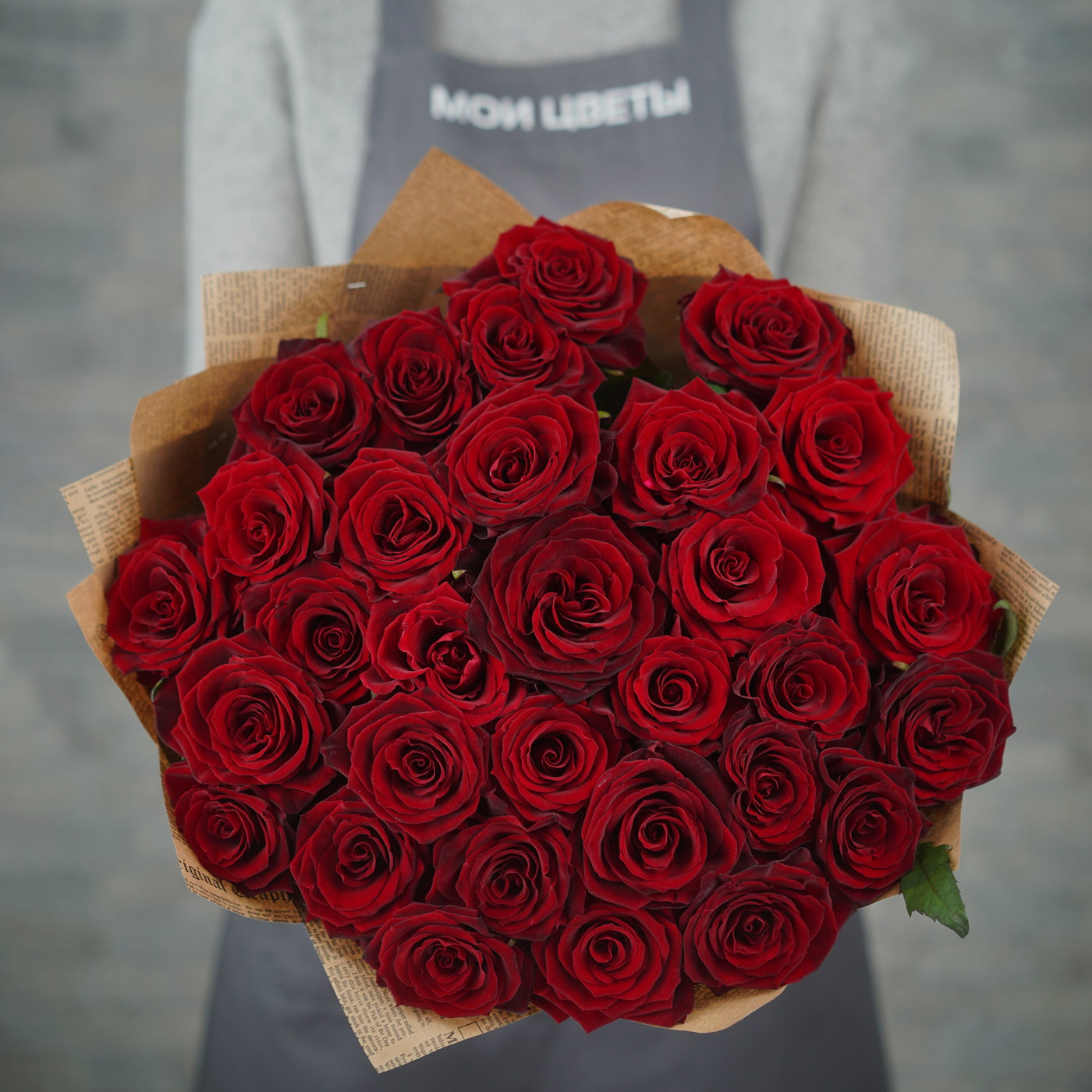 Букет из 31 красной розы «Эсмеральда»