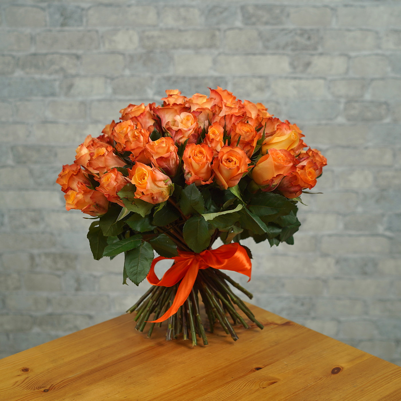 Букет из 51 оранжевой розы «Мэджик»
