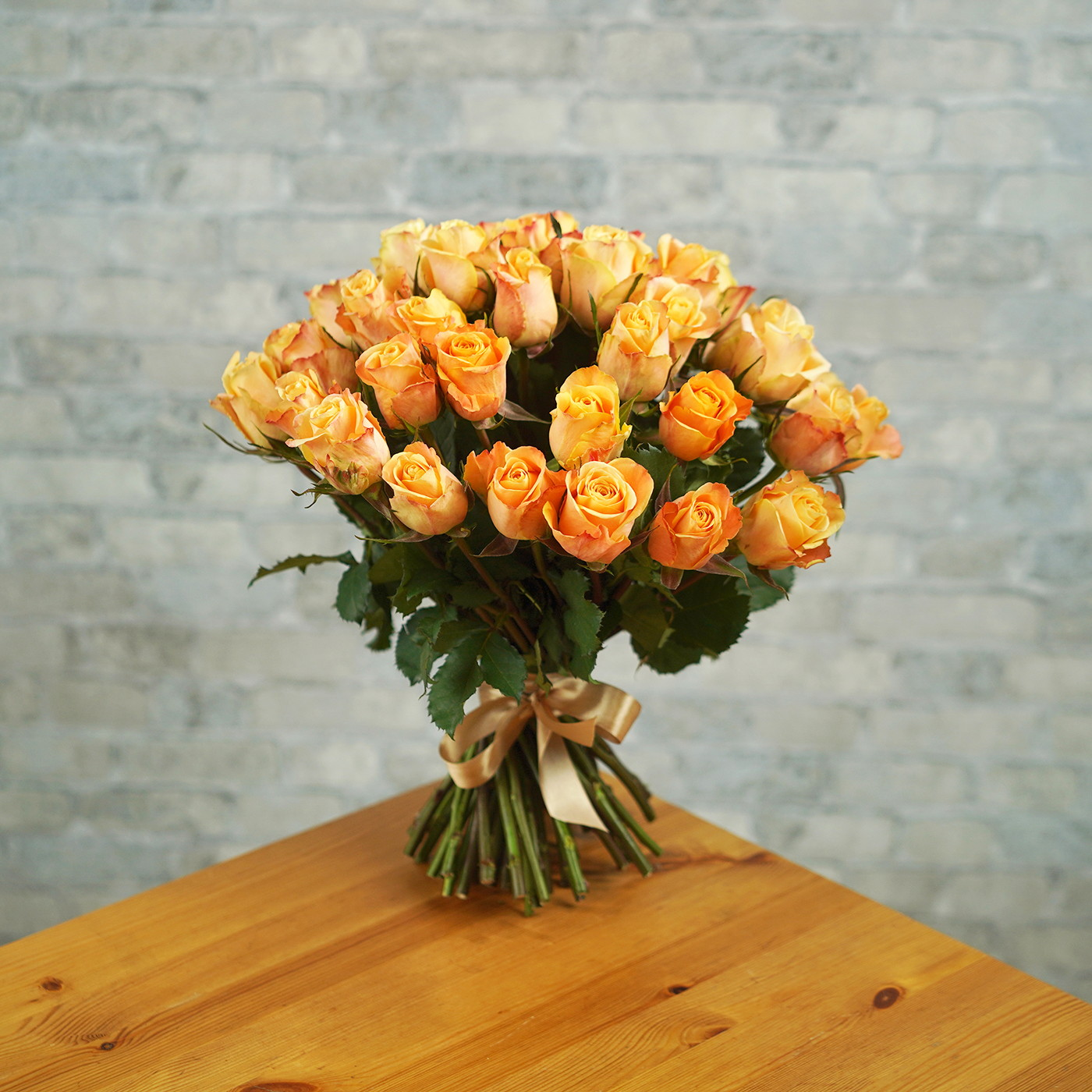 Букет из 51 янтарной розы «Рассвет»
