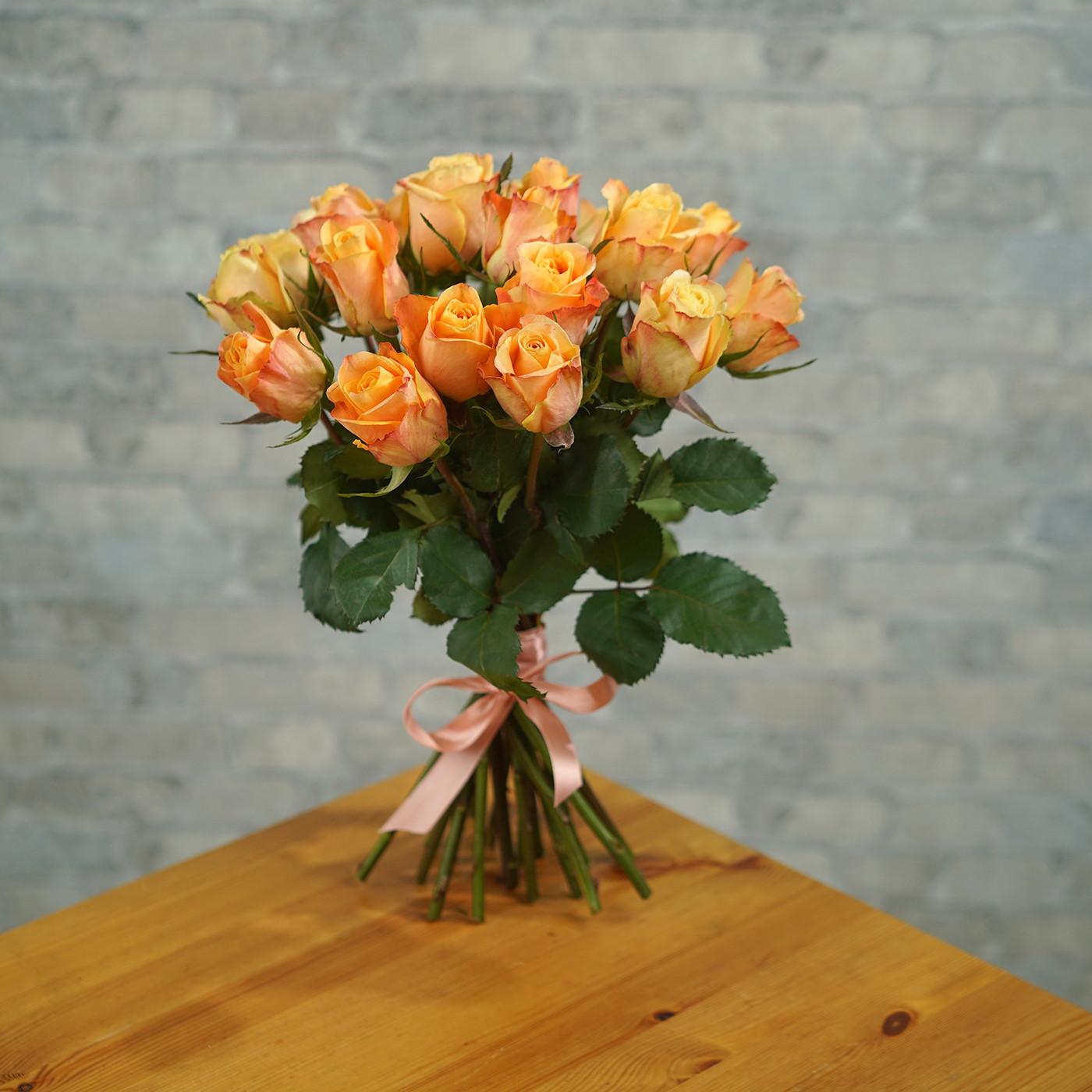Букет из 21 янтарной розы «Рассвет»