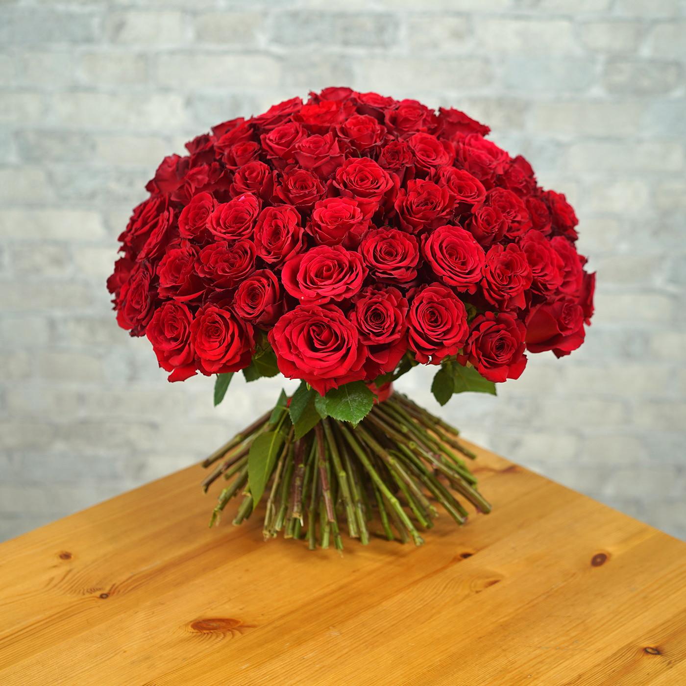 Букет из 101 алой розы «Рубин»