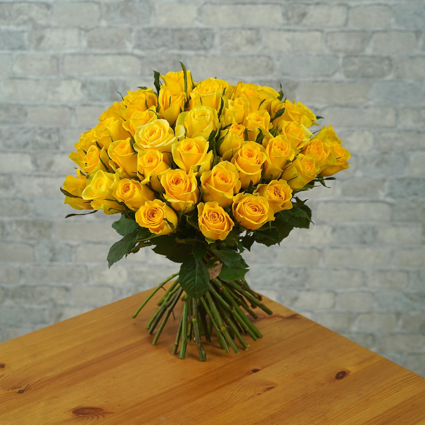 Букет из 51 желтой розы «Звездная Пыль»