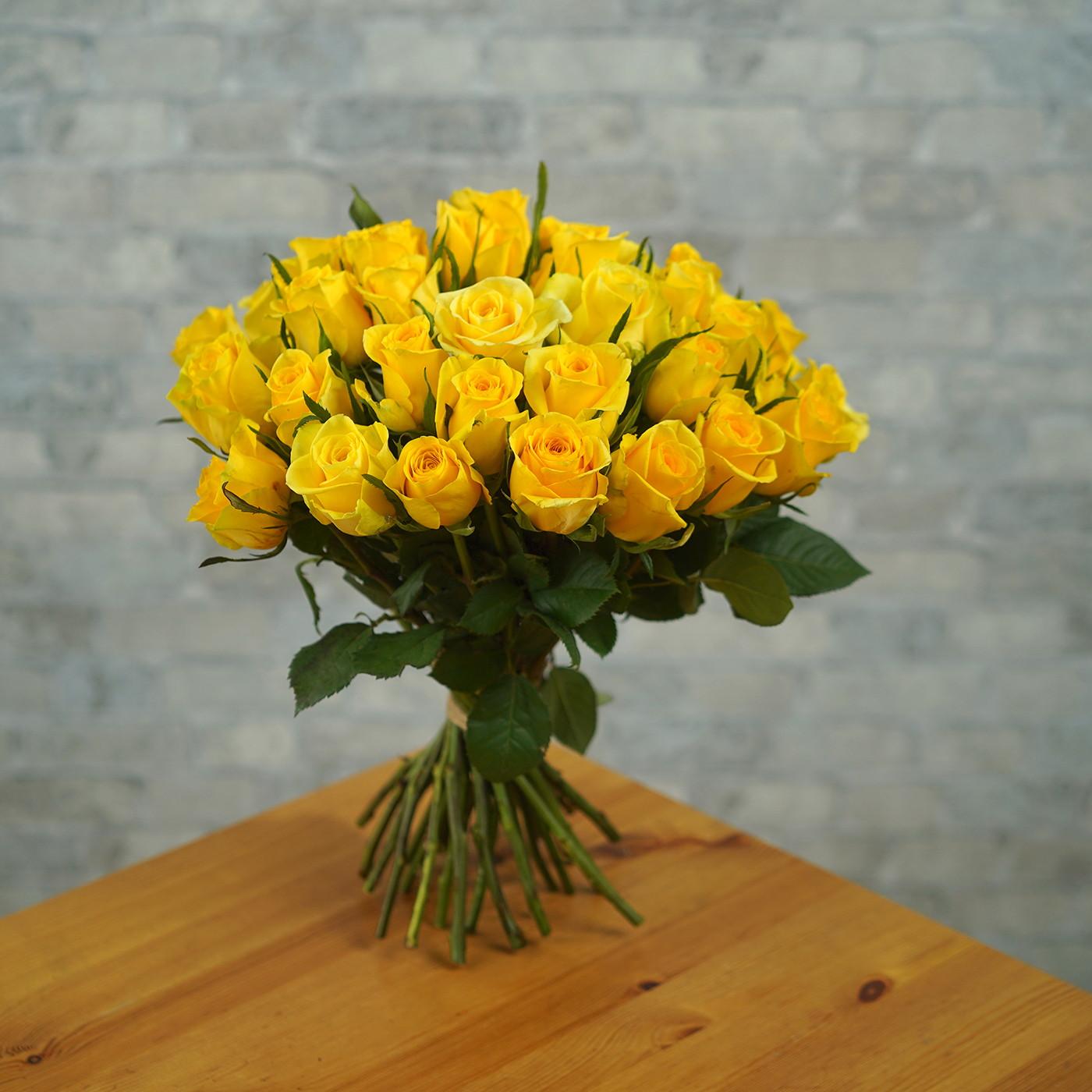 Букет из 35 желтых роз «Звездная Пыль»