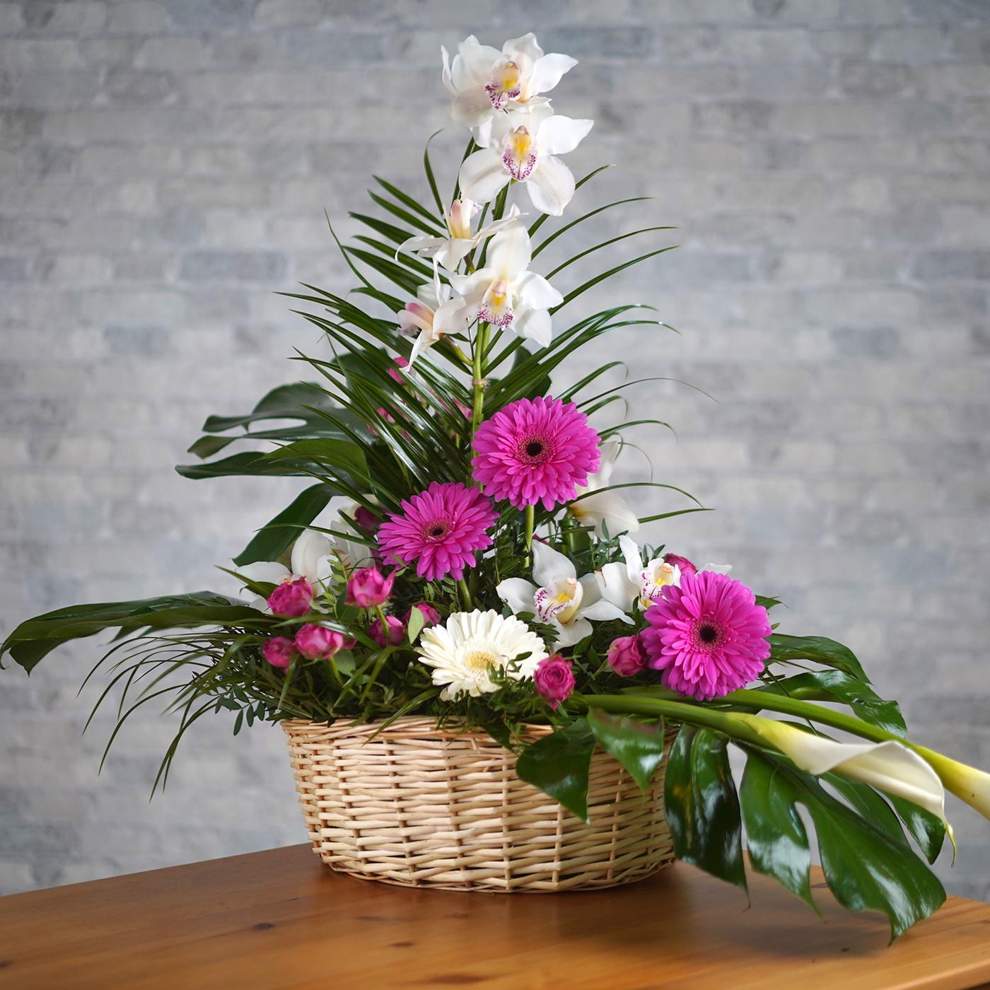 Композиция с орхидеей «Белый танец»