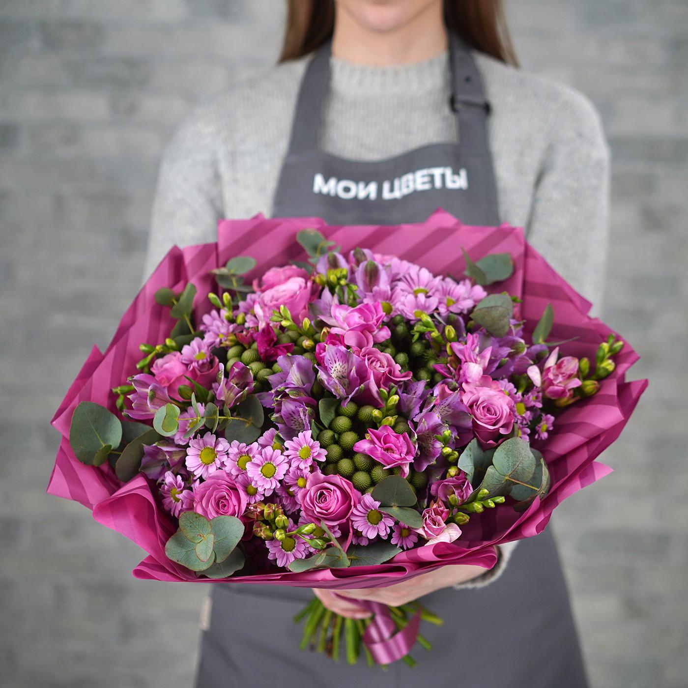 Букет с фиолетовыми цветами «Розовый закат»