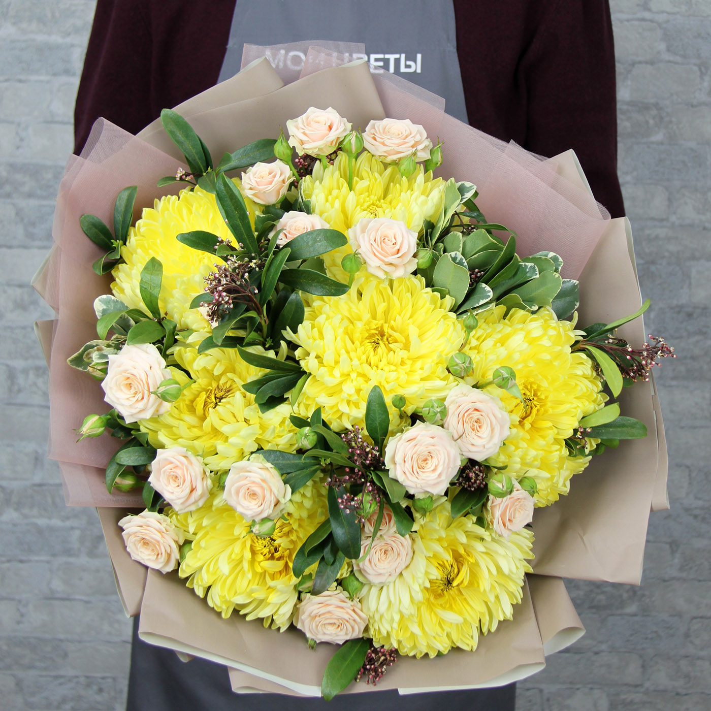 Букет с розой и хризантемой «Бриз»