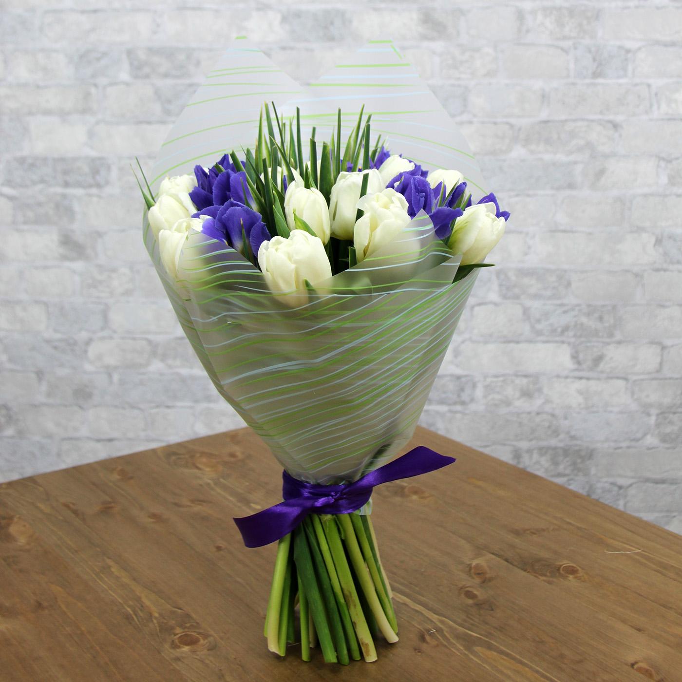 Букет с тюльпаном и ирисом «Юная леди»