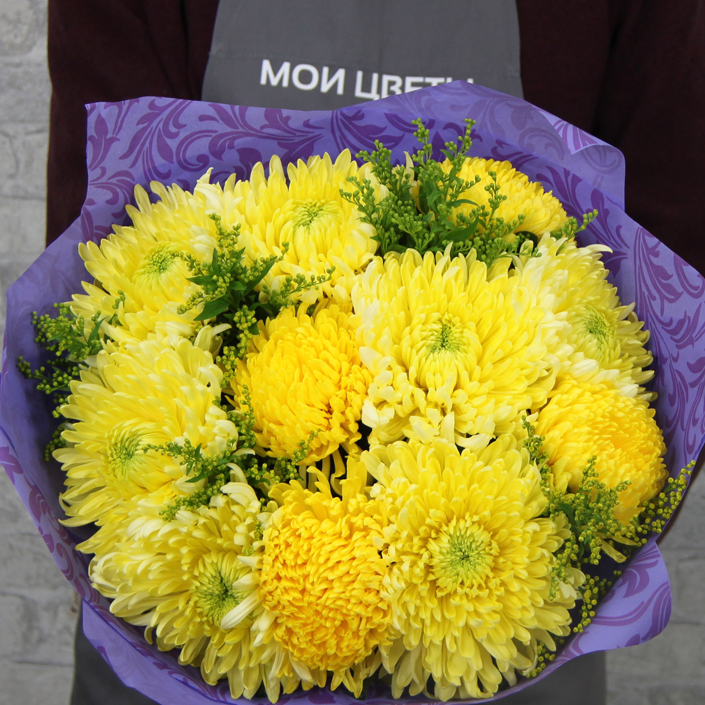 Букет с хризантемой «Первые лучи»