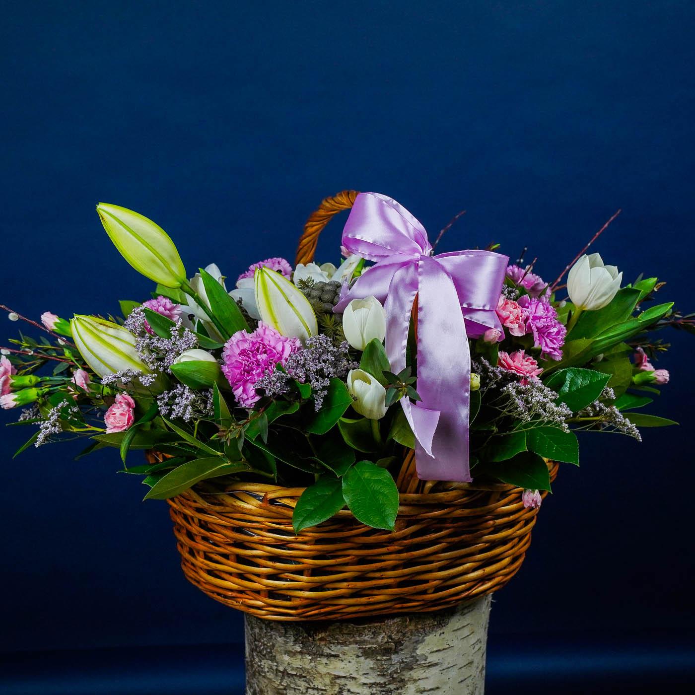 """Корзина с цветами """"Праздничный визит"""""""